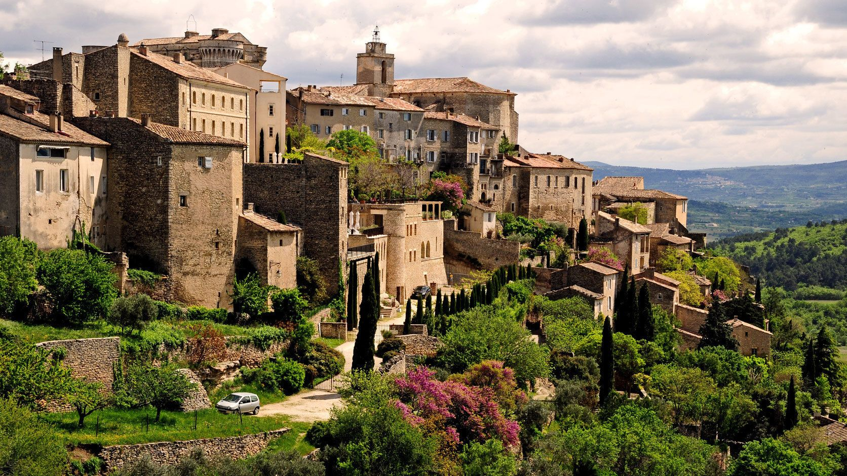 the small hilly town of Luberon in France