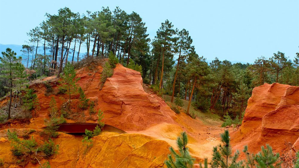 red rocky cliffs near Luberon in France