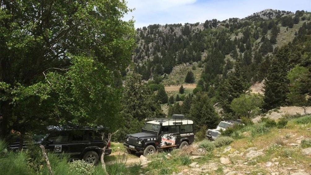 Foto 1 von 5 laden rugged land vehicles trekking through the mountain road in Crete