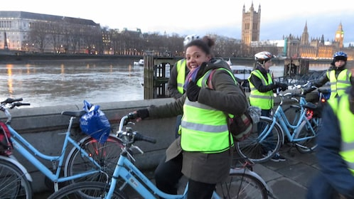Group bicycle tour in London