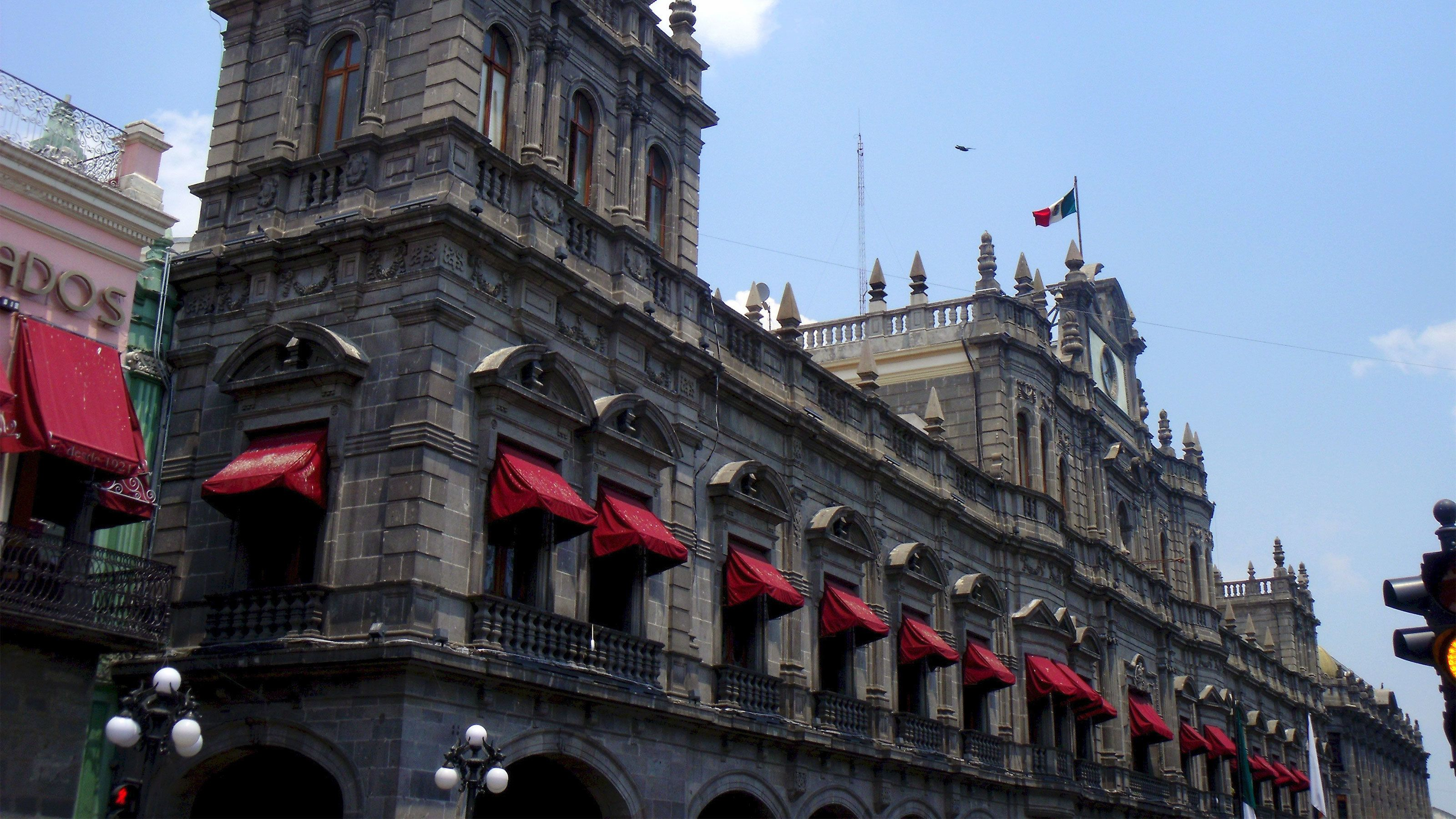Close view of a building in Puebla