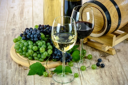 Glass-Grapes-Drinks-Barrel-Alcohol-White-Wine-1761613.jpg