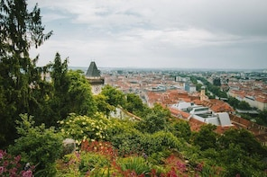 Discover Graz in 60 Minutes with a Local