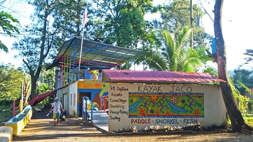 Equipment rental and activity office in Jaco