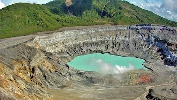 Poás Volcano National Park & Doka Estate Full-Day Tour