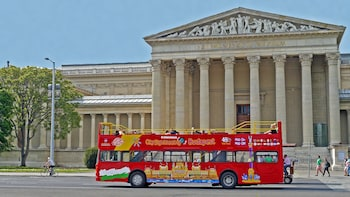 Hop-on, hop-off-bustour door Budapest