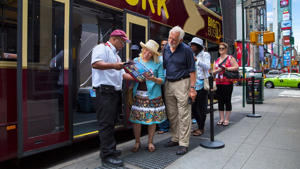 Tour guide giving directions in New York City