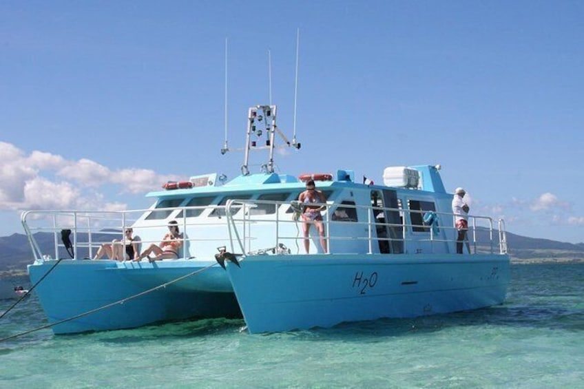 Show item 1 of 7. discovery of the seabed of the largest lagoon in guadeloupe on the h2o boat