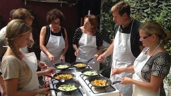 Lezione di cucina siciliana di mezza giornata con pranzo e vino inclusi