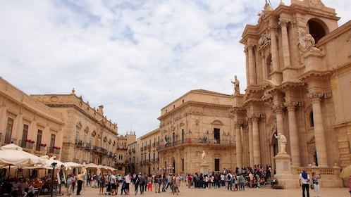 Crowds of people in front of the Cathedral of Noto