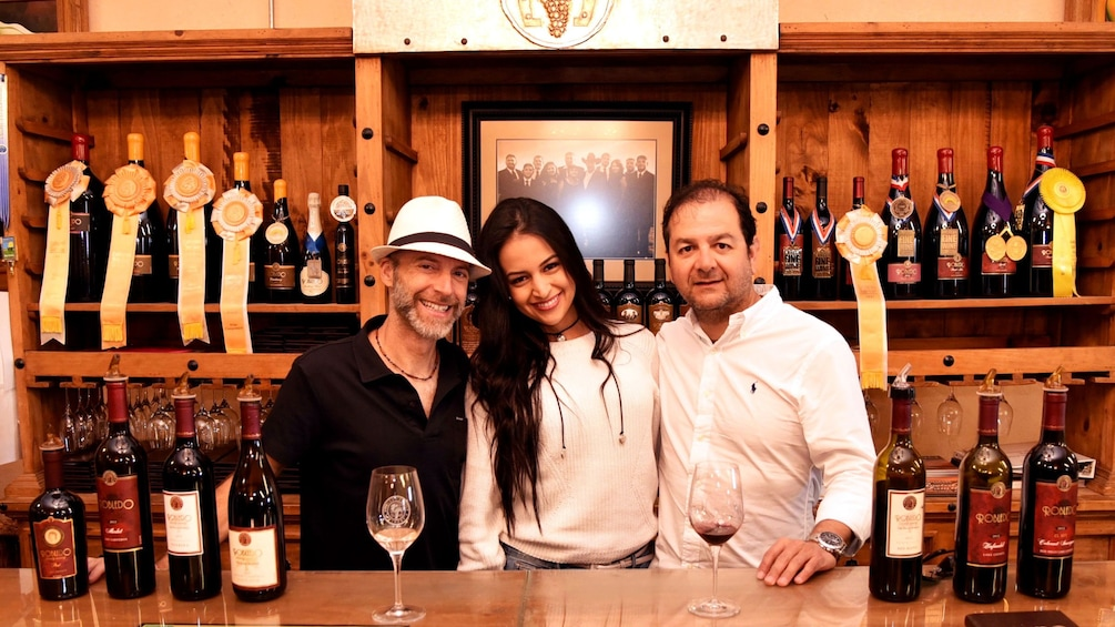 Ver elemento 8 de 8. Couple with tour guide in winery in Napa Valley
