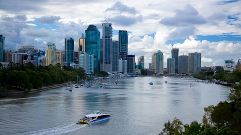 City and harbor in Brisbane
