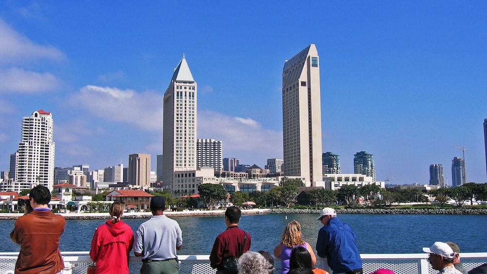 Foto 2 von 6 laden city view on cruise in San Diego California