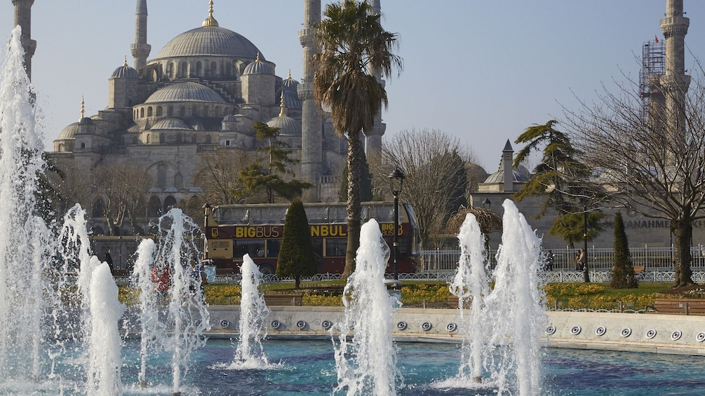 Cargar foto 5 de 10. Hop-On Hop-Off bus passes by fountains outside of the Hagia Sophia Museum