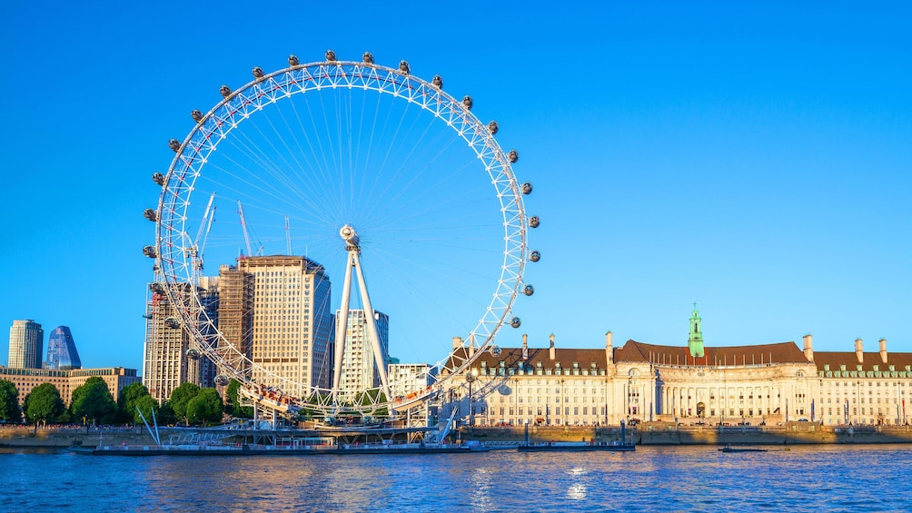 Carregar foto 3 de 10. London Hop-On Hop-Off Tour with London Eye & Cruise Option