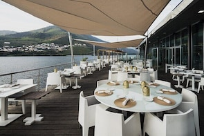Douro Valley Premium Tour (With gourmet lunch, wine tasting and private cru...