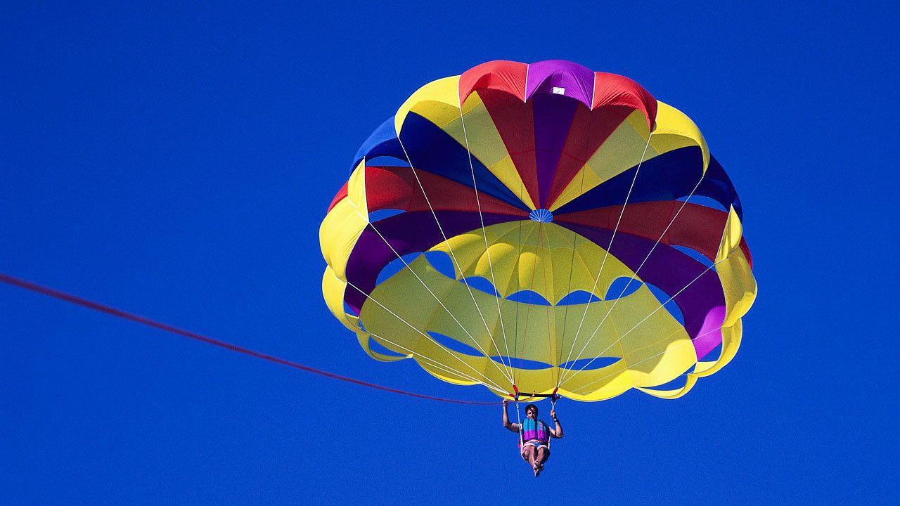 man parasailing in Florida