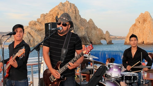musicians performing on the deck of the cruise in Los Cabos