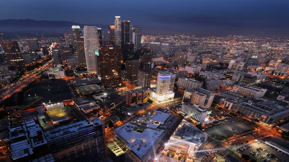 Charger l'élément 4 sur 5. Skyline view at night in Los Angeles
