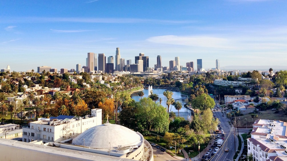 Charger l'élément 2 sur 5. City of Los Angeles during the day