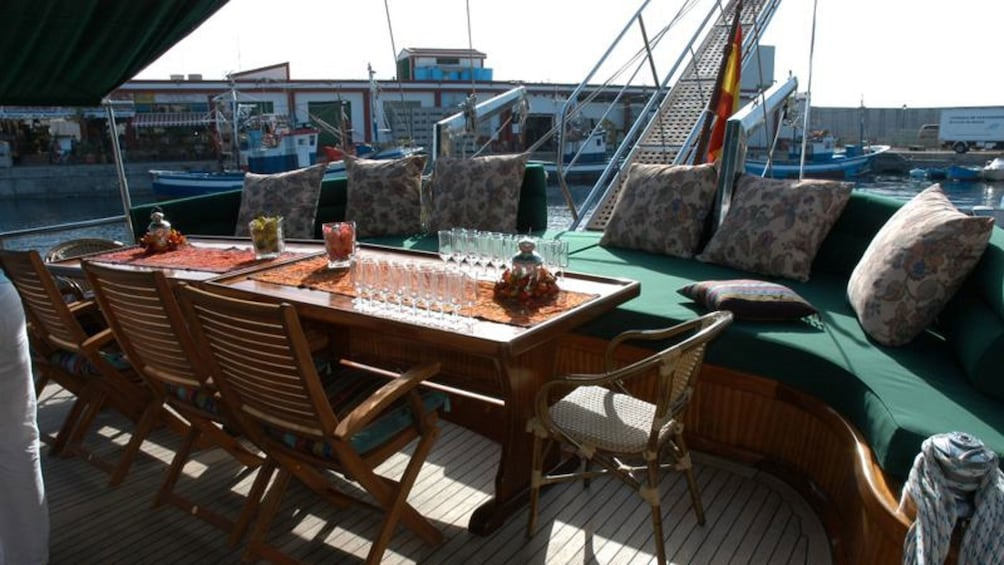 Lataa valokuva 3 kautta 5. seats and tables on the deck of the Aphrodite in Spain