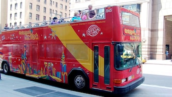 Hop-on hop-off -bussiretki ja pääsyliput nähtävyyksiin