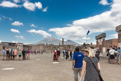 Pompeii-Guide-group-Mt-Vesuvius.jpg