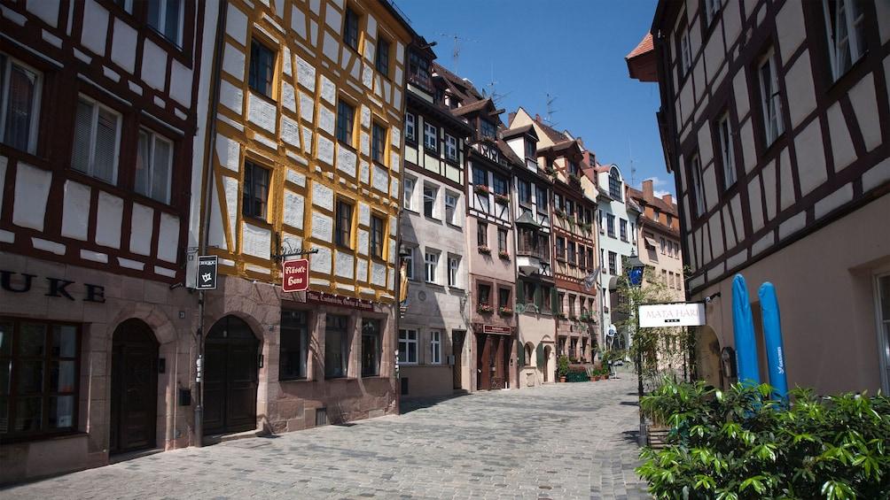Foto 1 von 5 laden Cobbled alleys of Munich