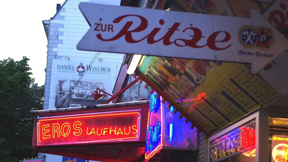 Foto 5 von 5 laden City view at night in Hamburg Germany
