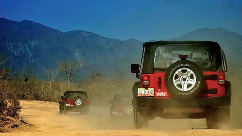 Jeep driving on the desert in Los Cabos