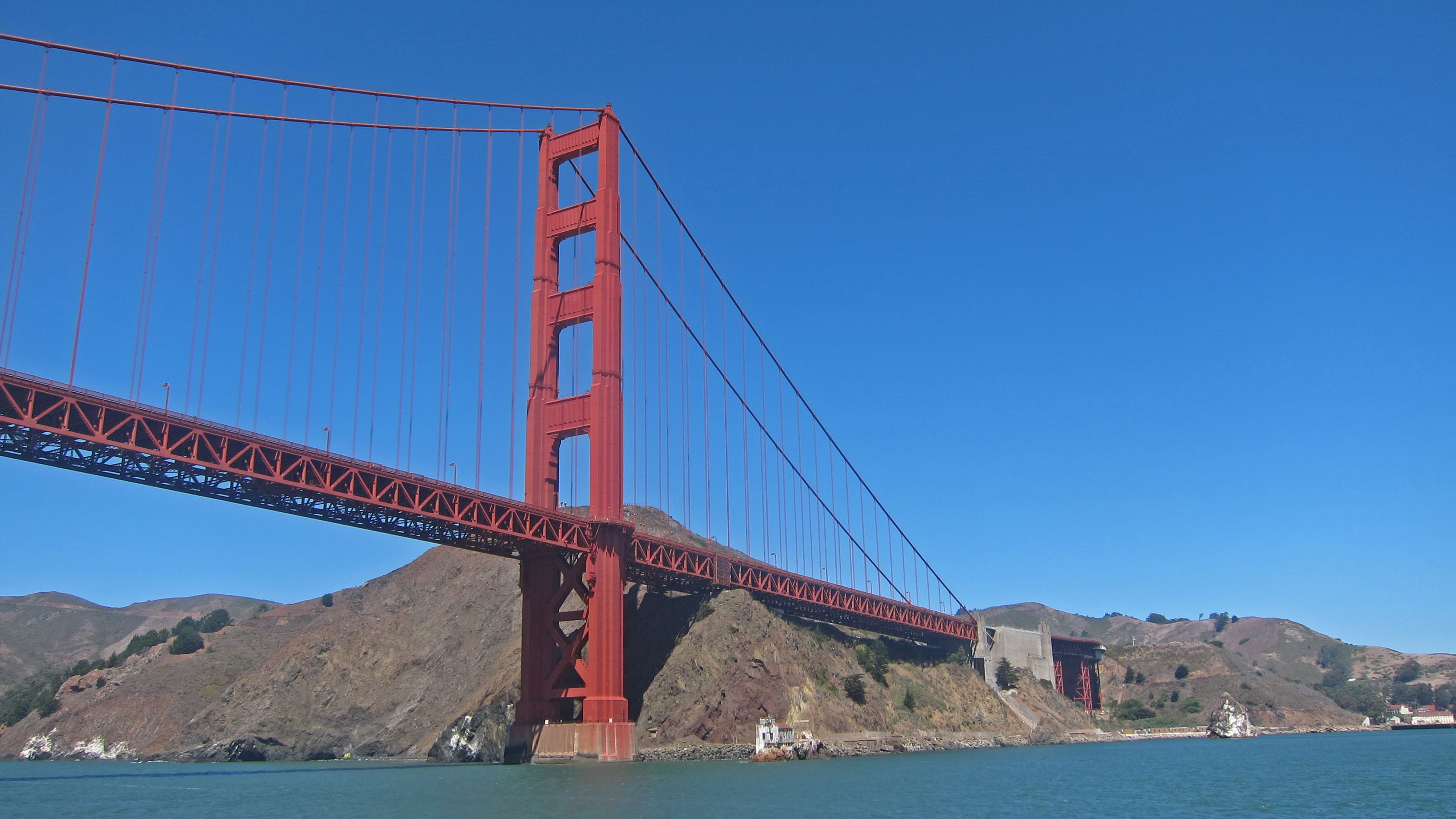 View of the Golden Gate Bridge from tour boat