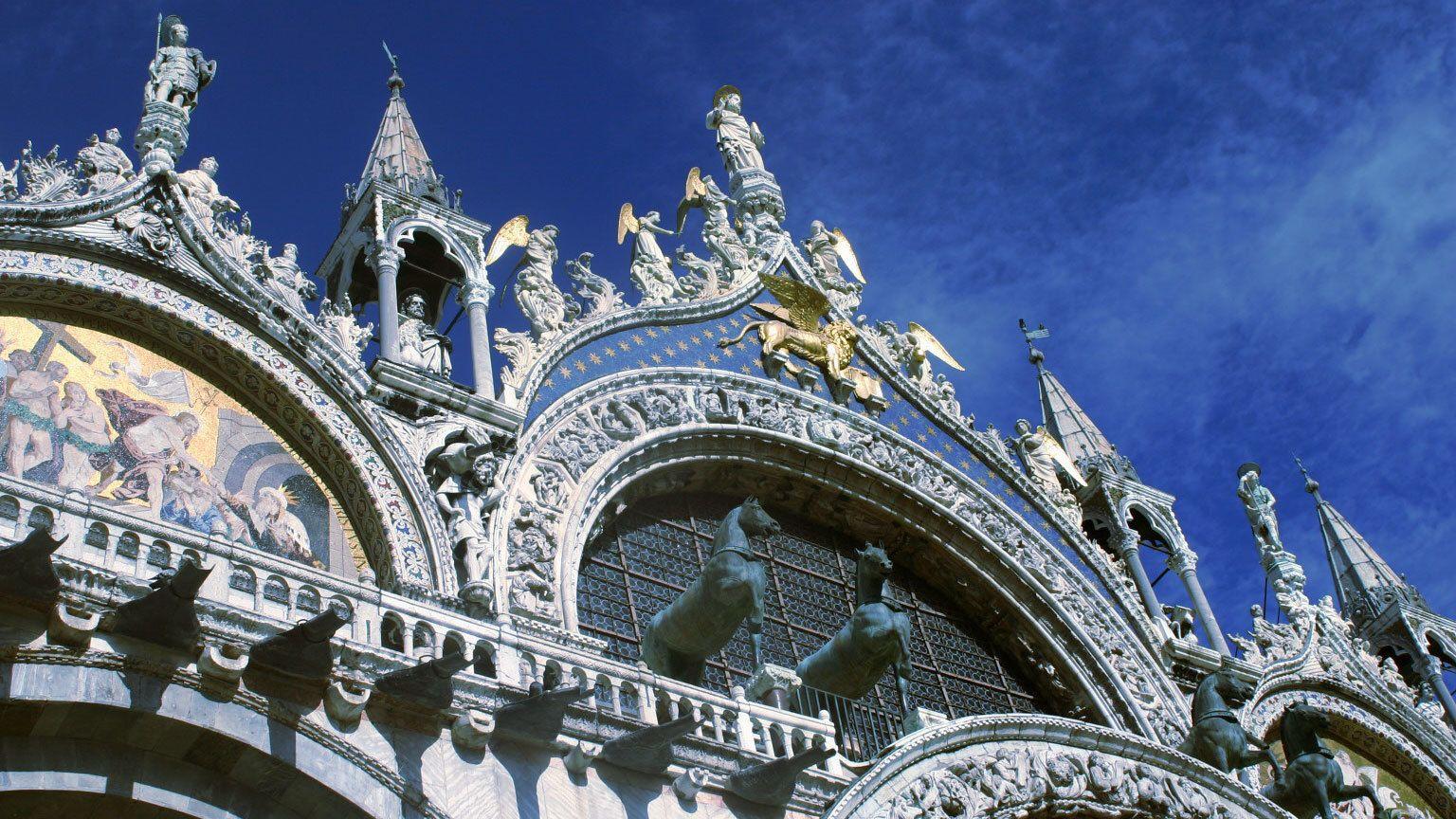 horse sculpture at the facade of Saint Mark's Basilica in Venice