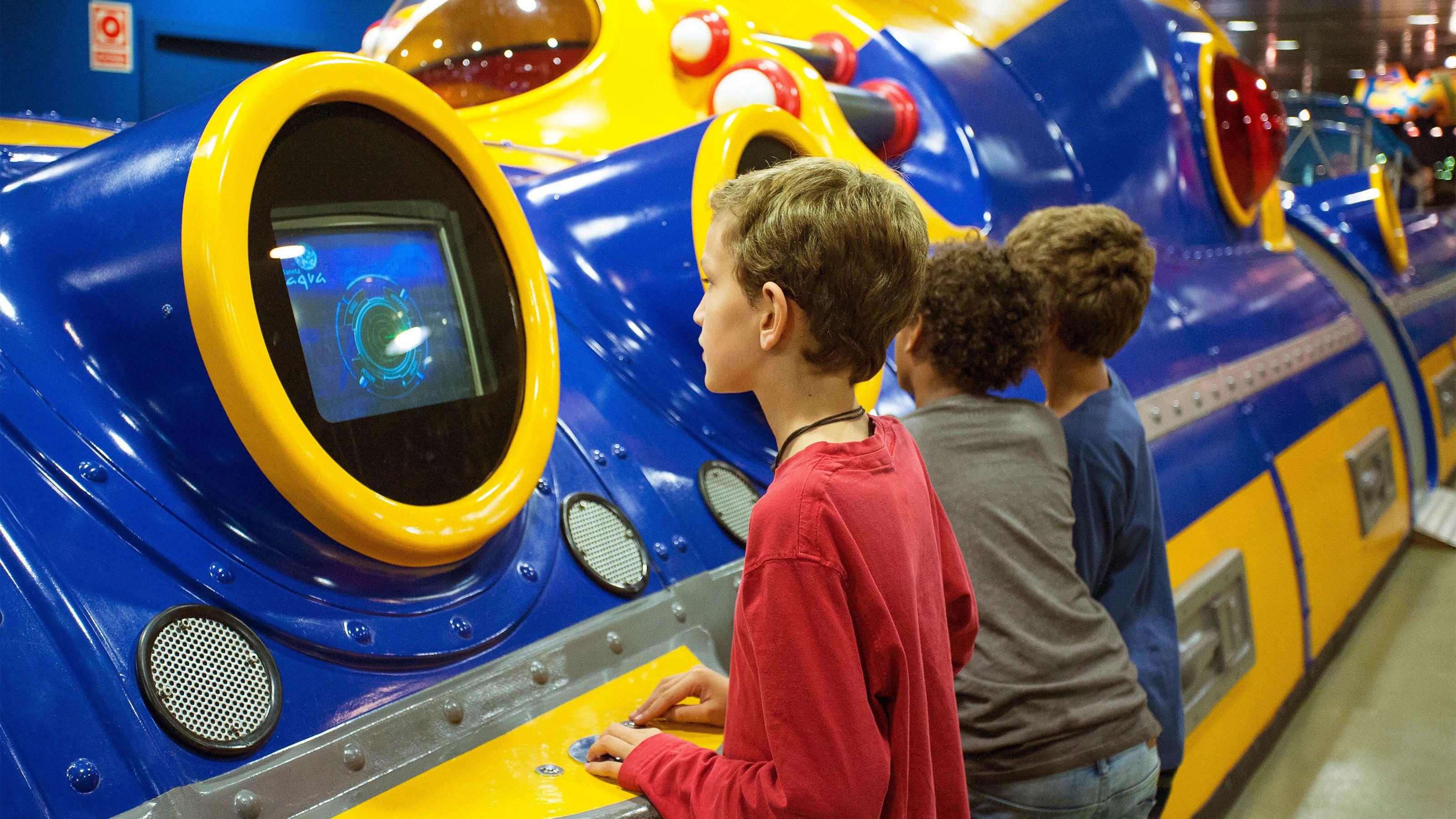 Kids having fun at the L'Aquarium Barcelona