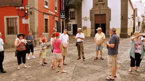 Tour group with guide in Old Town district of Gran Canaria