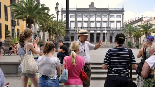 Tour guide with group in Gran Canaria