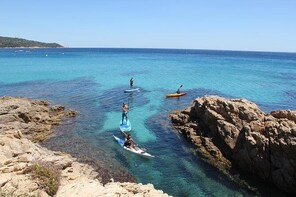 Sea kayaking in the heart of the Ramatuelle Nature Reserve