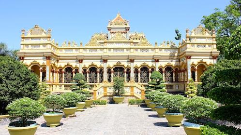 Vĩnh Tràng Temple in Mekong