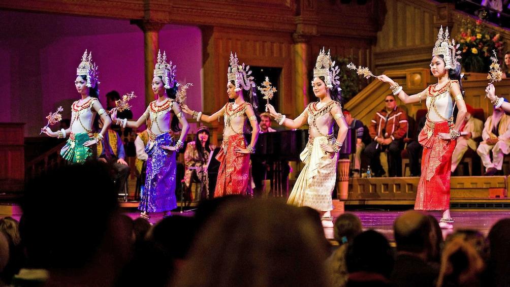 Apri foto 2 di 9. women in traditional costume dancing to music on stage in Cambodia