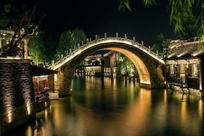 1-Day Private Tour: Simatai Great Wall Hiking and Gubei Water Town Night Vi...