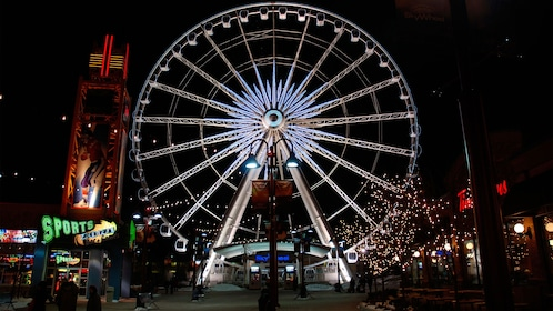a small ferris wheel near Niagara Falls in Canada