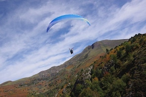 "Paragliding baptism ""Pilotage"" in Ariège - Pyrenees"