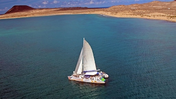 Sailing Catamaran Trip to La Graciosa Island from Lanzarote