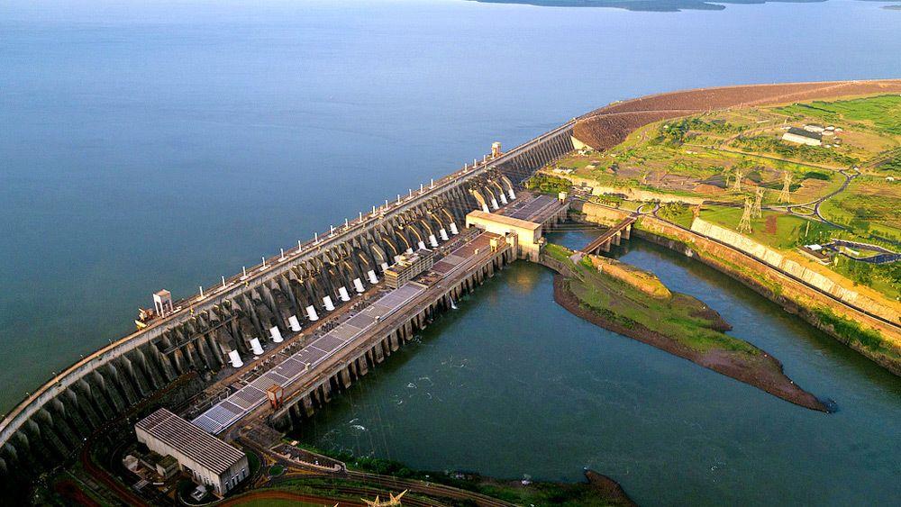 Passeio na represa de Itaipu
