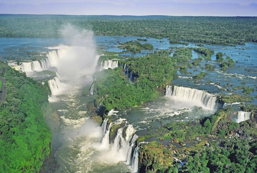 Cargar ítem 3 de 10. Iguazu Falls with Helicopter Flight