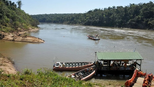 boats departing to see the waterfalls in Argentina