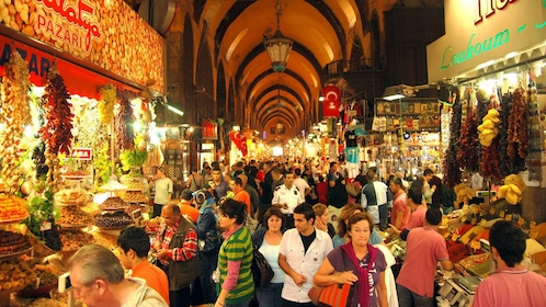 Crowded market in Istanbul