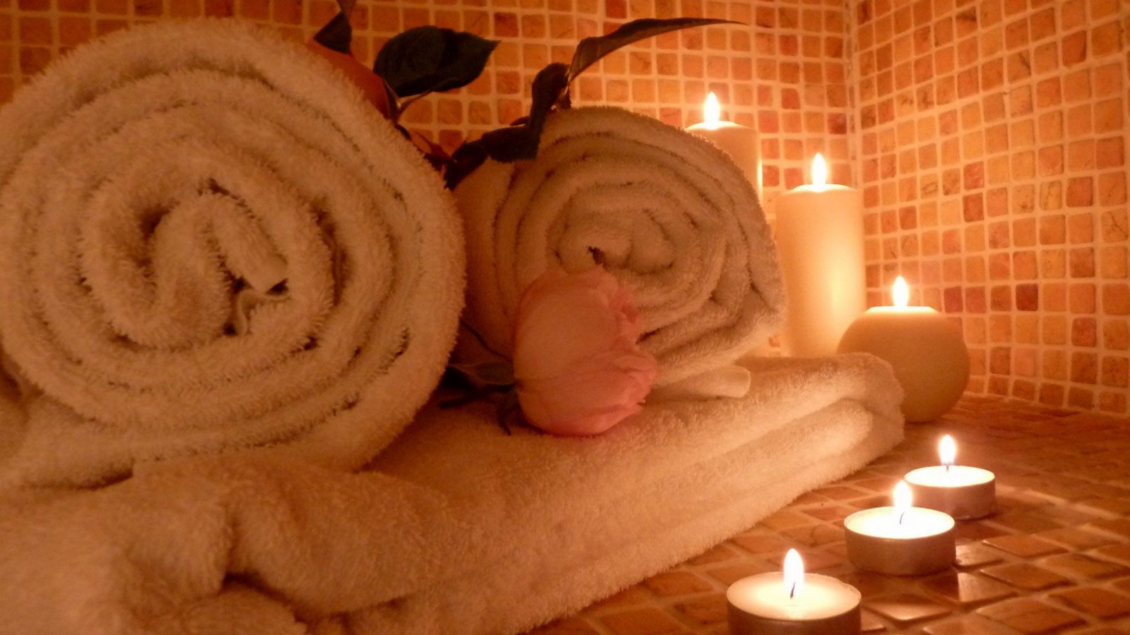 Towels and candles at a spa in Marrakech