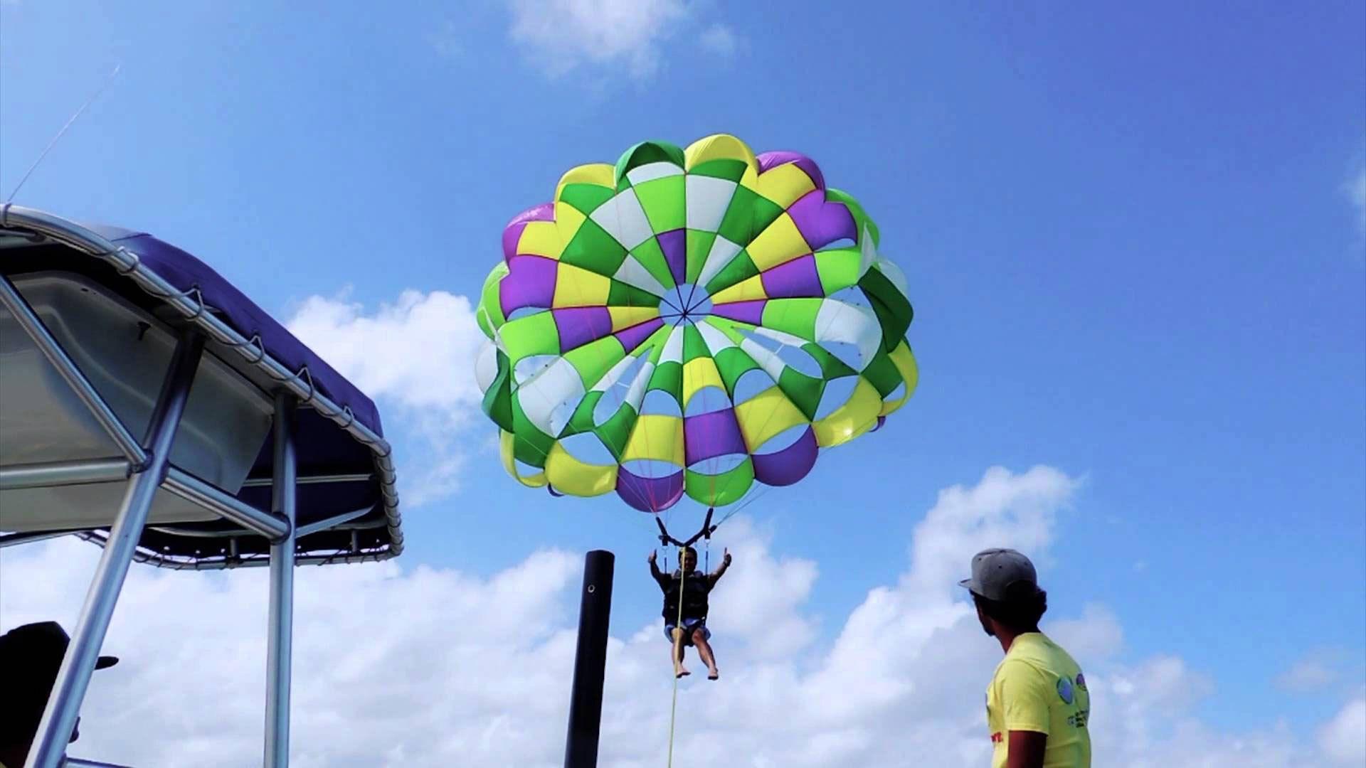 A person parasailing in Gran Canaria