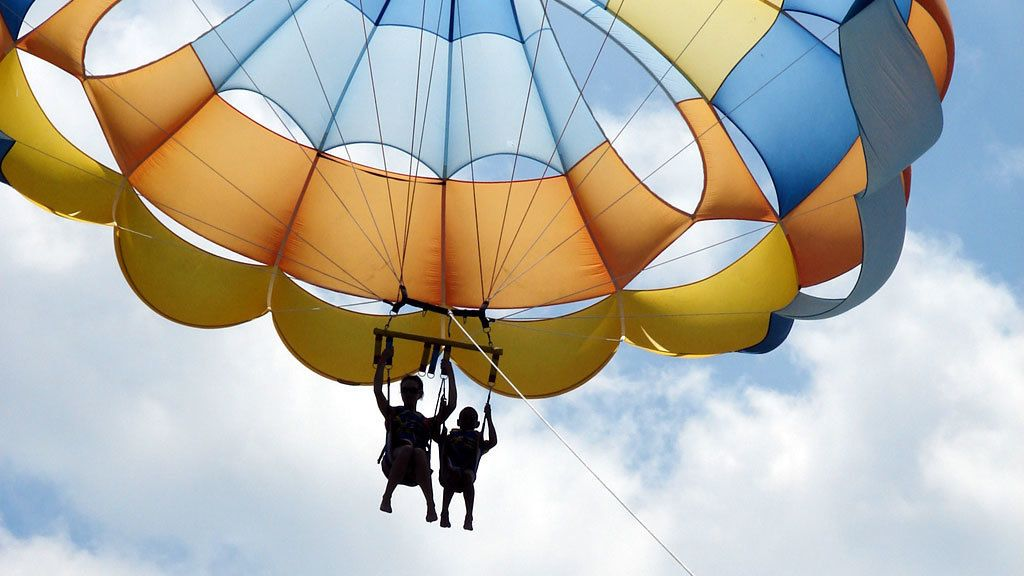 Two people parasailing in Gran Canaria