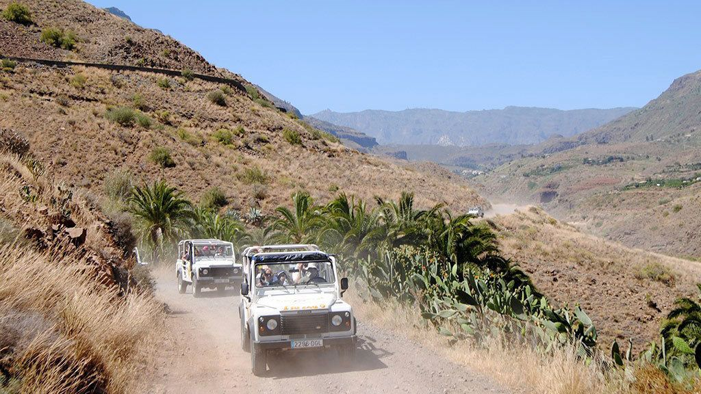 Jeeps on a dirt road in the hills of Gran Canaria